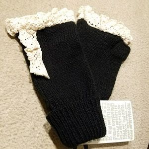 UO Lace knit gloves